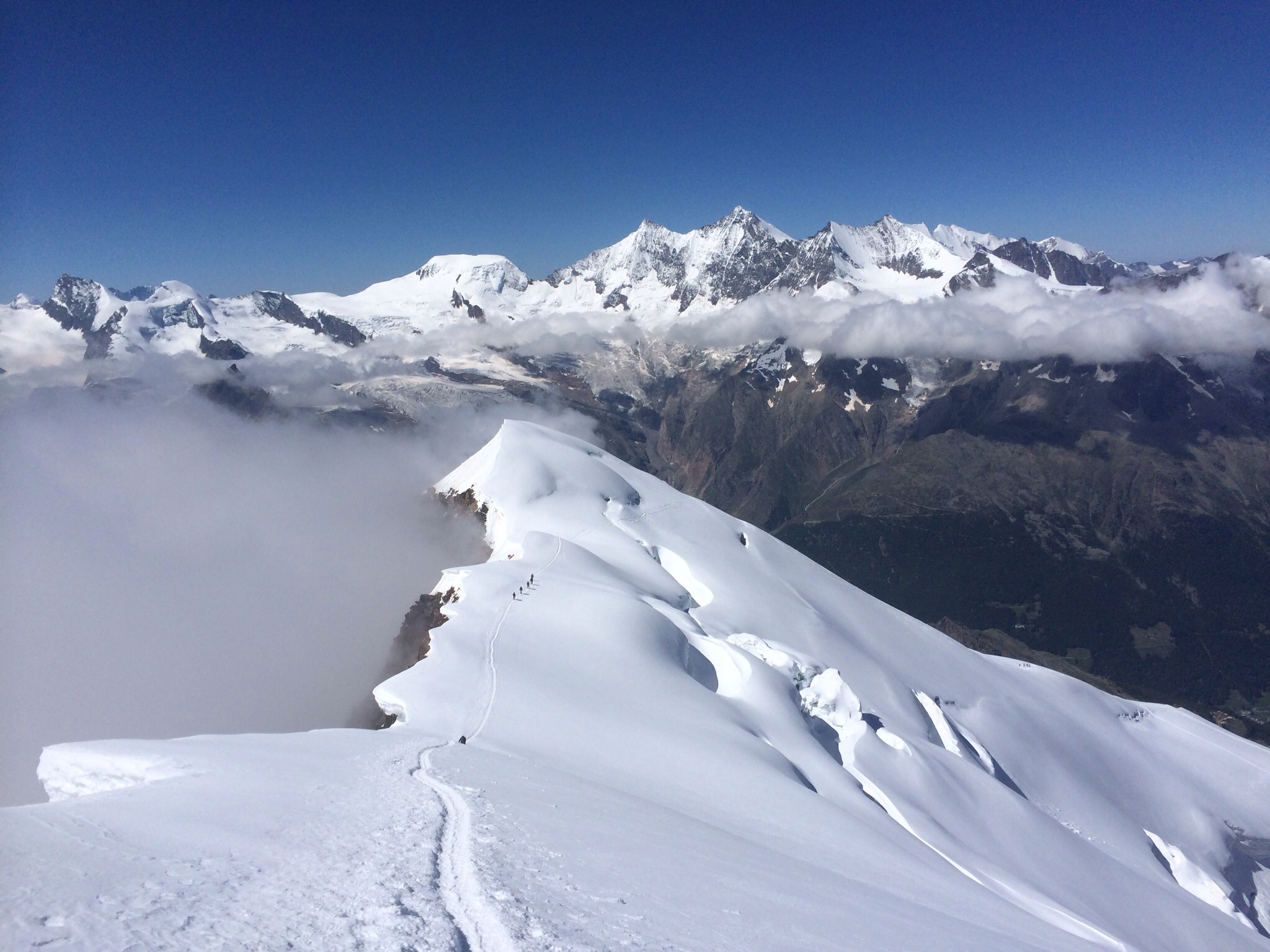 Gipfelblick nach Westen, der Nebel drückt, gewinnt aber nicht