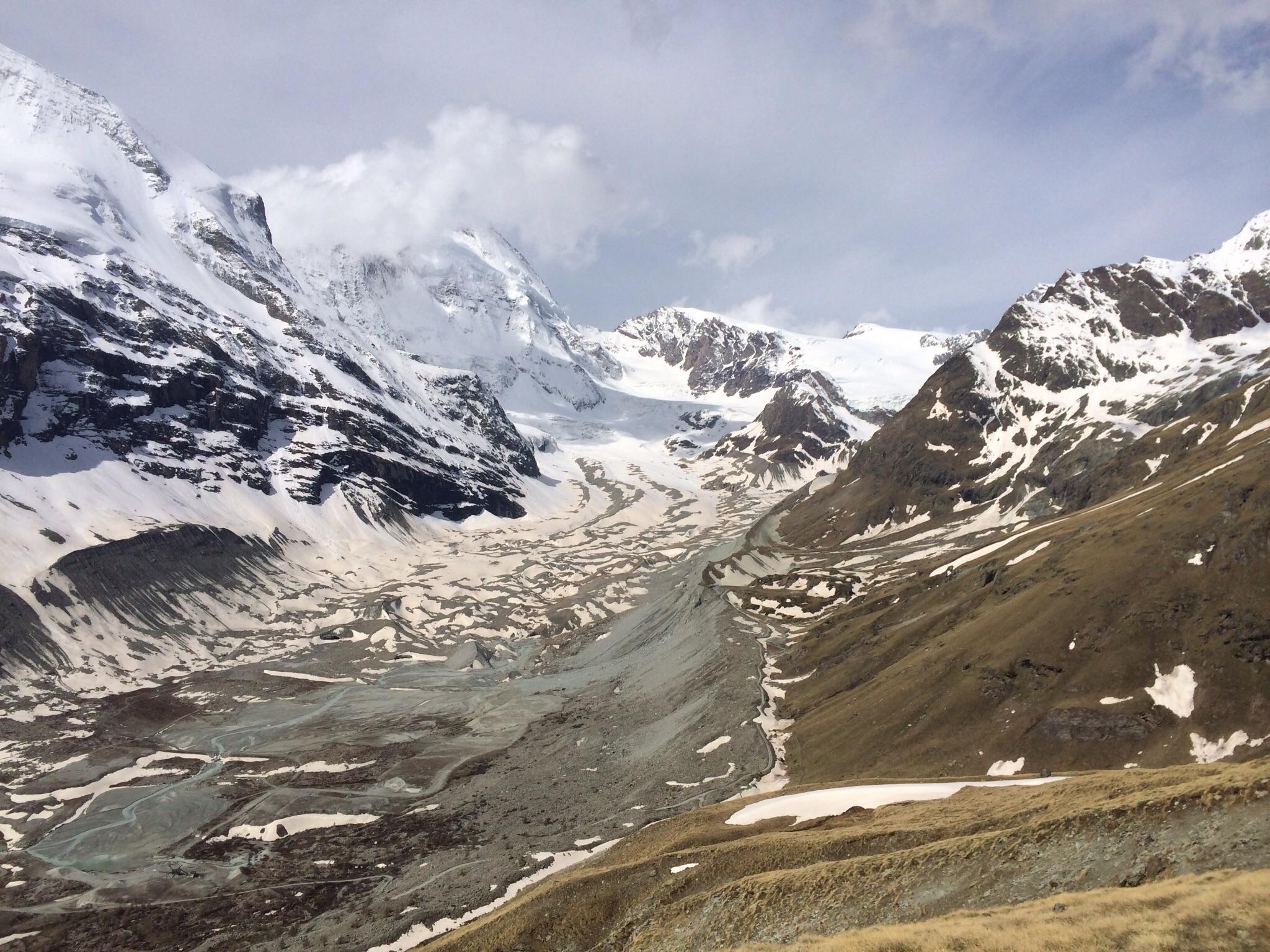 Der Blick zum Schönbielgletscher, der Abstieg ist jetzt aper
