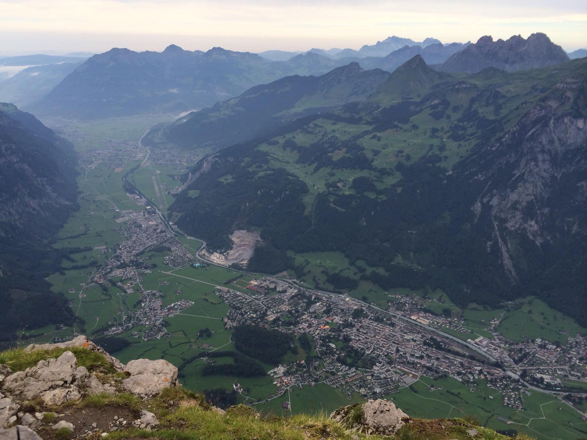 Fast 2000 Meter weiter unten liegt Glarus