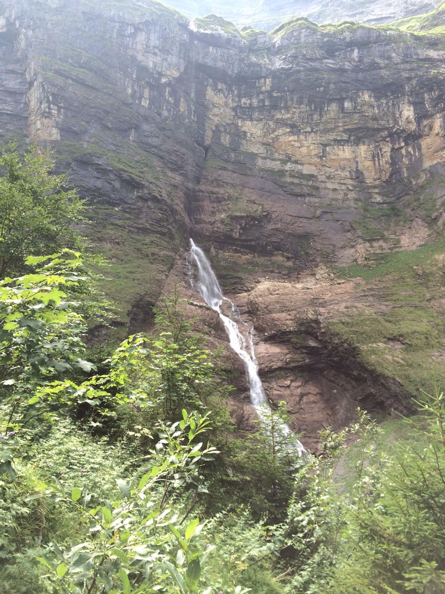 Einer der Wasserfälle, die aus dem Nichts kommen