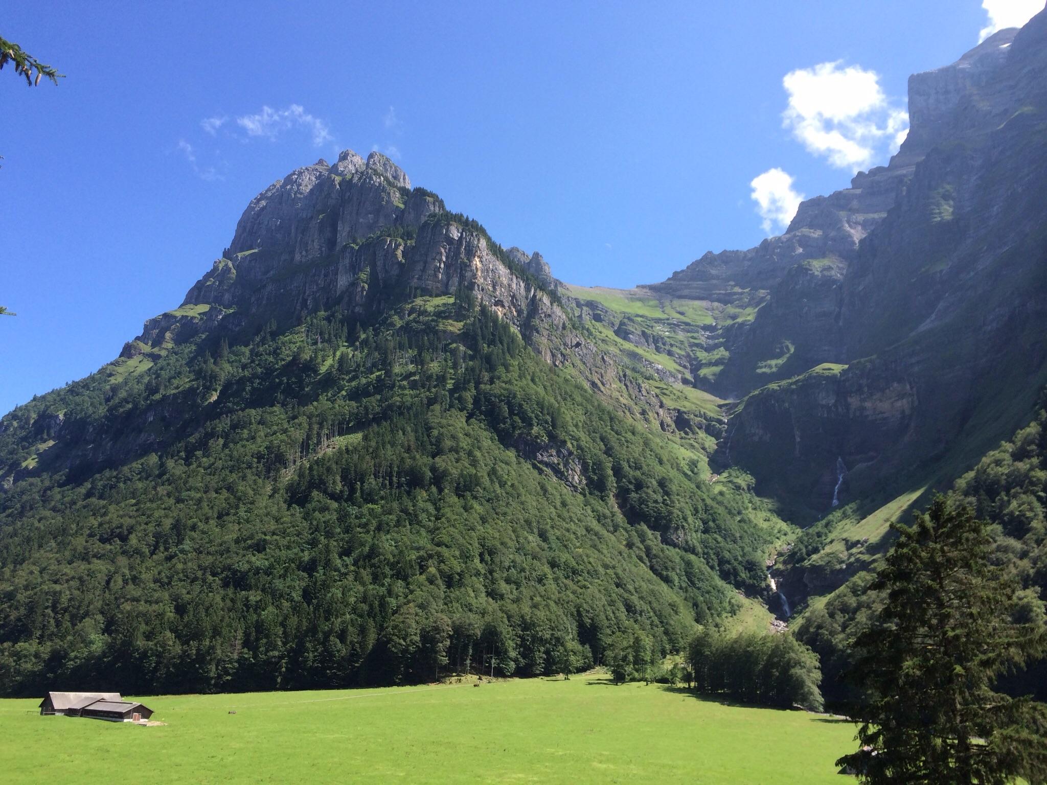 Der Blick in das Tal des Aufstiegs (bei der Rückkehr mit Sonne)